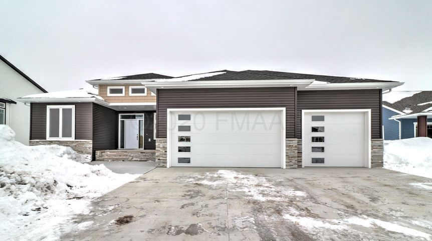 3664 VALLEY VIEW Drive S, Fargo, ND 58104