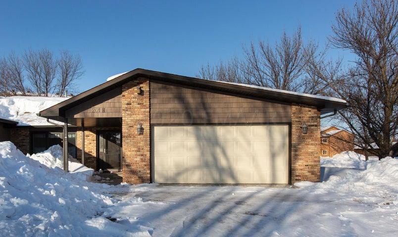 201 PRAIRIEWOOD Drive S, Fargo, ND 58103