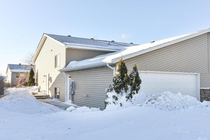 1135 42 Avenue W, West Fargo, ND 58078