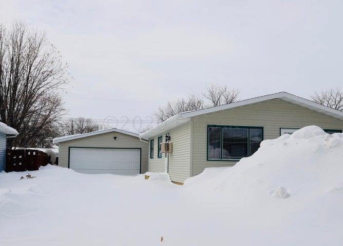 816 31 Street N, Fargo, ND 58102