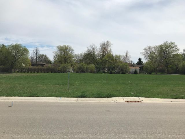 3549 GRANDWOOD Drive N, Fargo, ND 58102