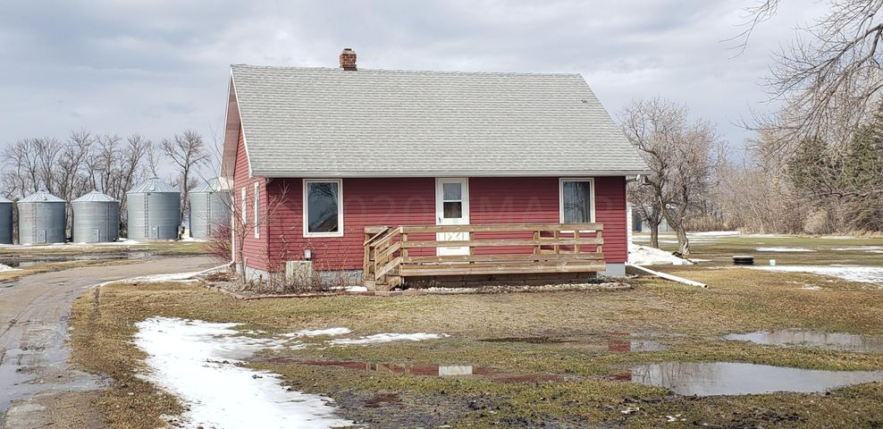 3 Bedroom, 1 Bath home on 10 acres. Only 35 miles from Fargo