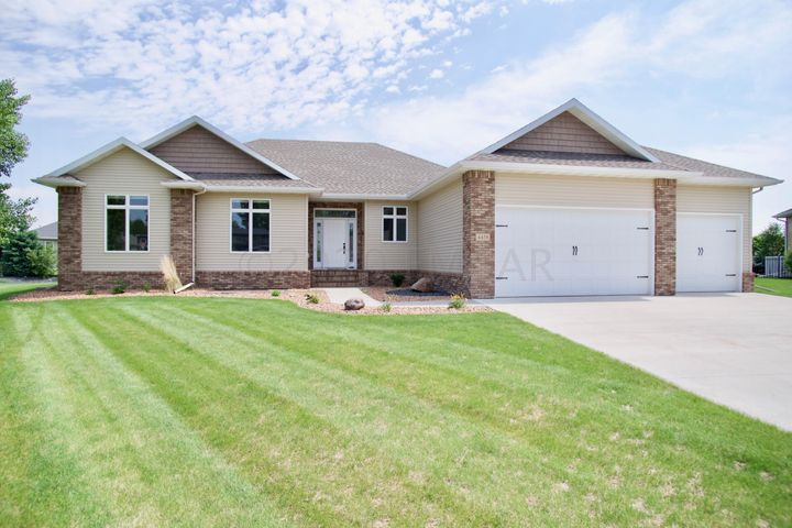 Welcome to 4438 66 St S located in a cul-de-sac in the coveted Osgood neighborhood.