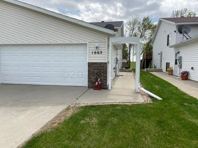 1662 10 Street W, West Fargo, ND 58078
