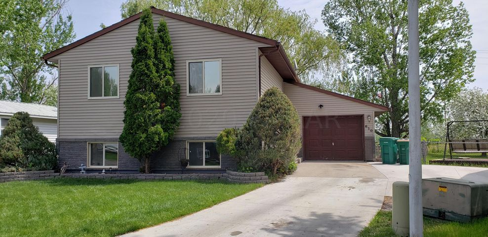 610 WILLOW Court, Horace, ND 58047