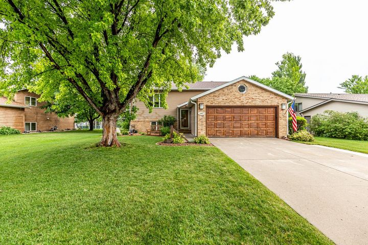 1607 31ST Avenue S, Fargo, ND 58103