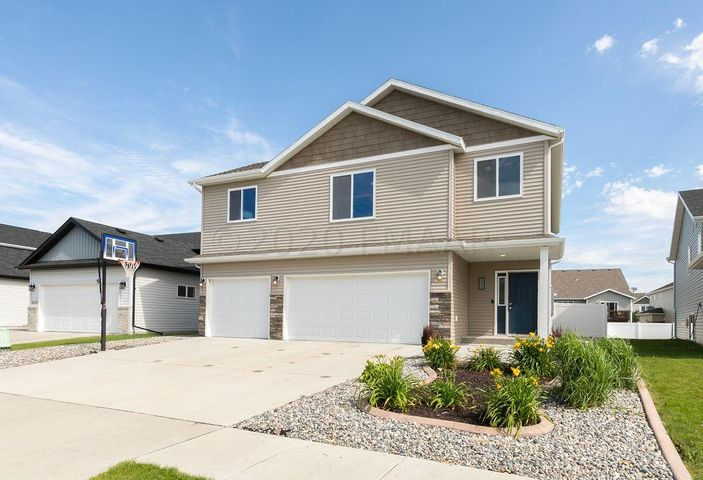 5997 58 Avenue S, Fargo, ND 58104