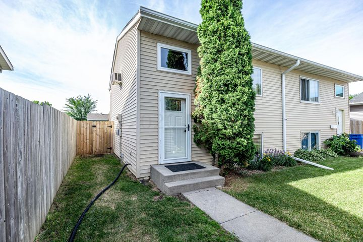 2027 5 Avenue E, West Fargo, ND 58078
