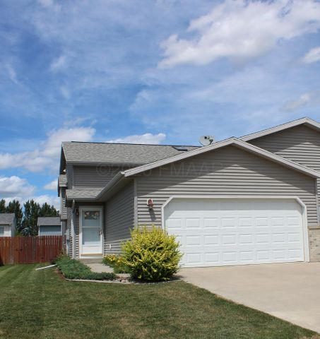 1332 37TH Avenue S, Moorhead, MN 56560