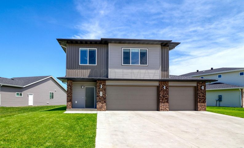 818 ALBERT Drive W, West Fargo, ND 58078