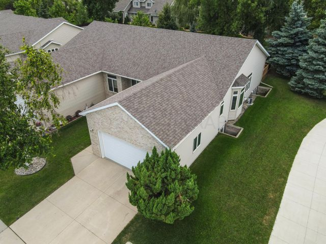 4 beds, 3 FULL baths, 3152 SQ FT of living space. 9 ft ceilings!