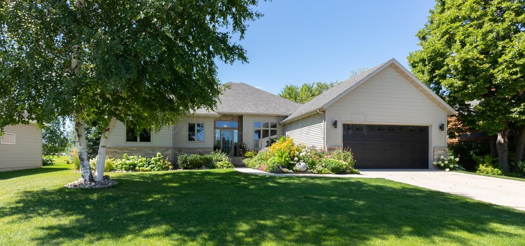 431 CLEARVIEW Court, Moorhead, MN 56560