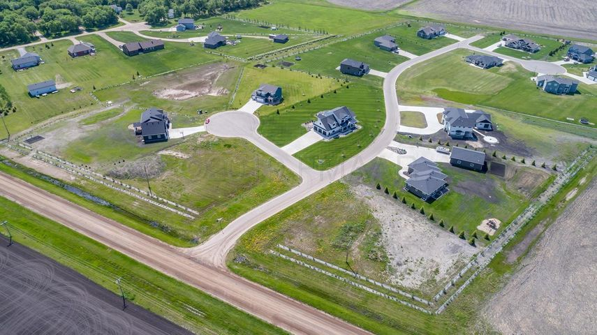 7669 MEMORY Lane, Horace, ND 58047