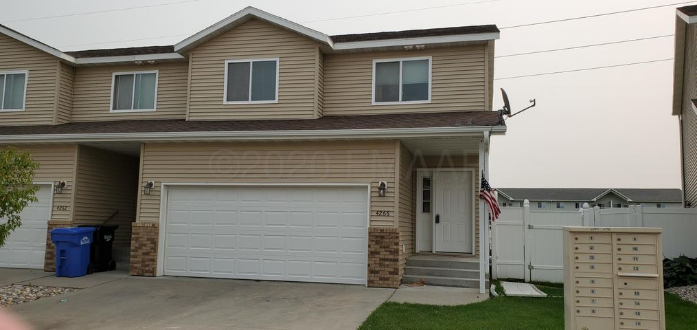 4266 ESTATE Drive S, Fargo, ND 58104