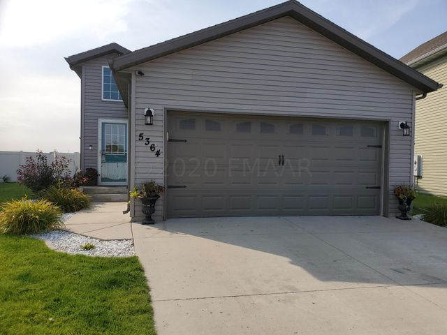 5364 49 Avenue S, Fargo, ND 58104