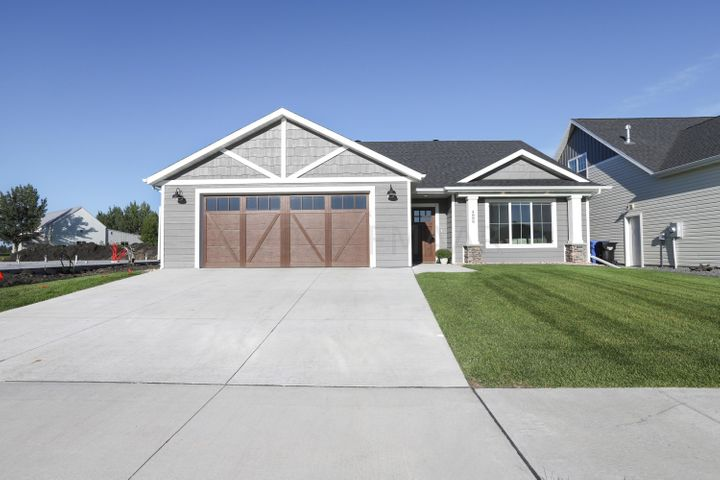 4888 BLUEBELL Loop S, Fargo, ND 58104