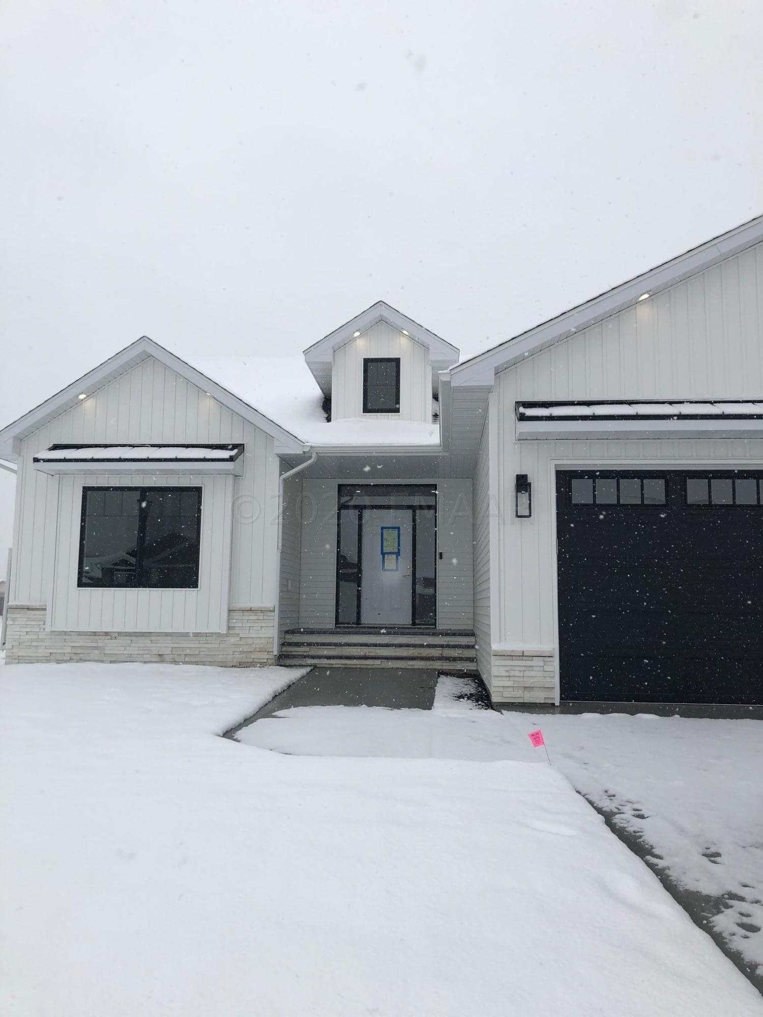3622 HOUKOM Drive E, West Fargo, ND 58078