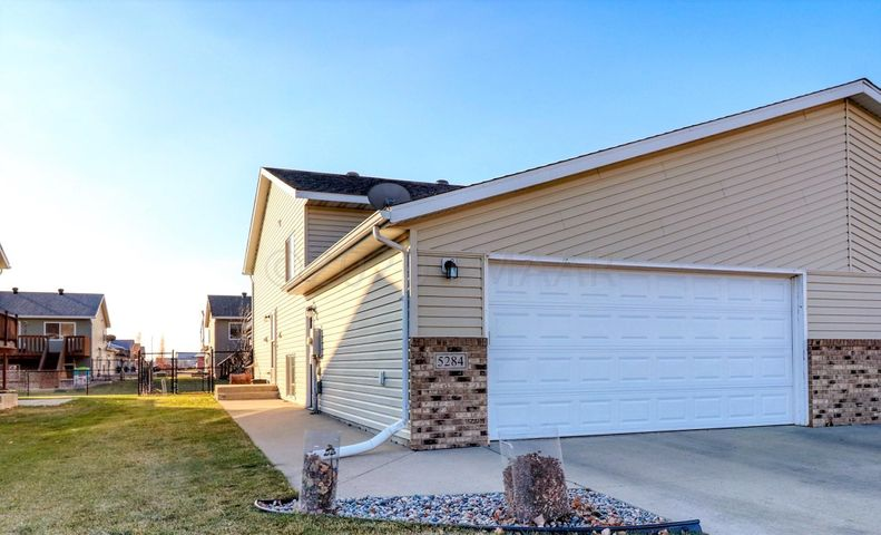 5284 49TH Avenue S, Fargo, ND 58104