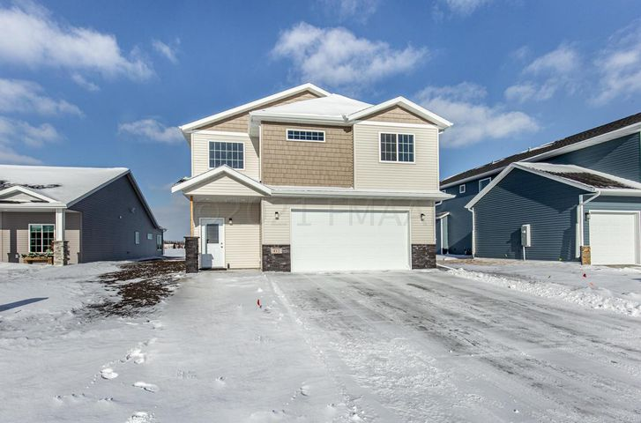 412 HAMPTON Drive W, Moorhead, MN 56560