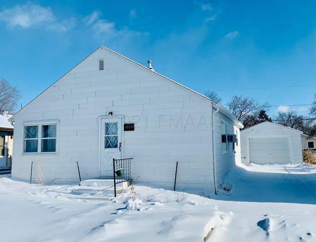 1009 29 Street N, Fargo, ND 58102