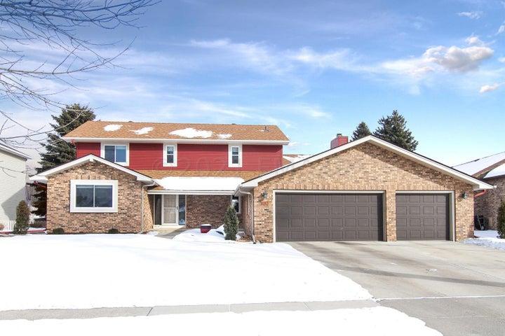 182 PRAIRIEWOOD Drive S, Fargo, ND 58103