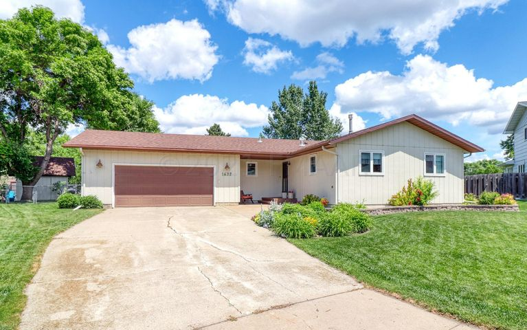1632 W GATEWAY Circle S, Fargo, ND 58103