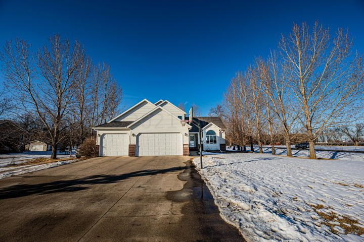 7004 68 Avenue S, Horace, ND 58047