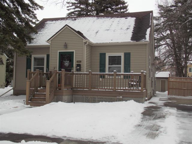 3 bed, 3 bath character home. 2208 sq ft. 1 1/2 Story.