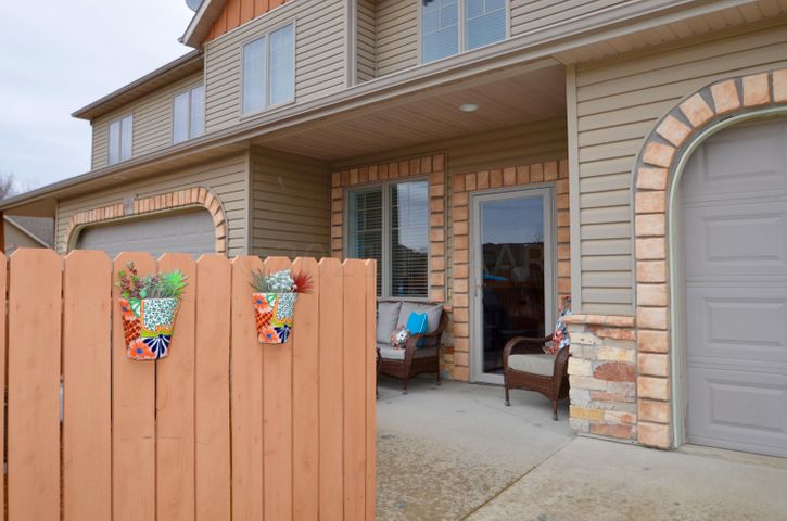 496 19 Avenue W, UNIT C, West Fargo, ND 58078