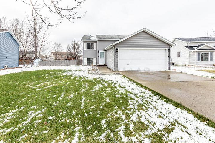 1021 15 Avenue W, West Fargo, ND 58078