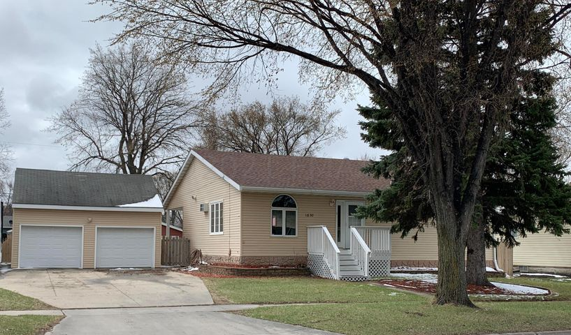 1830 5 Avenue S, Fargo, ND 58103