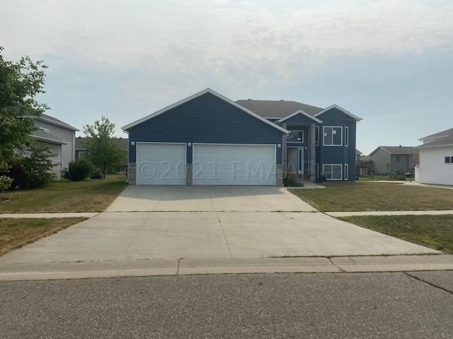 4441 NEWPORT Lane, West Fargo, ND 58078
