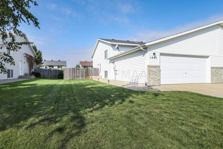 1941 50 Street S, Fargo, ND 58103