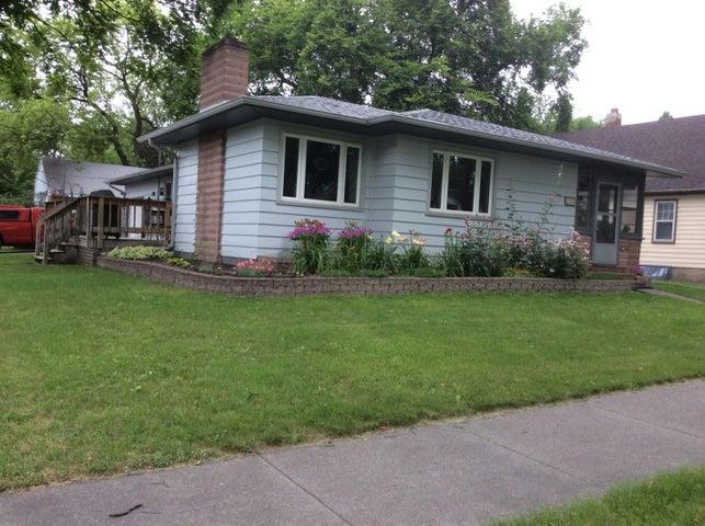 1353 10 Avenue S, Fargo, ND 58103