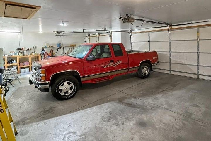 921 SOMMERSET Drive, West Fargo, ND 58078