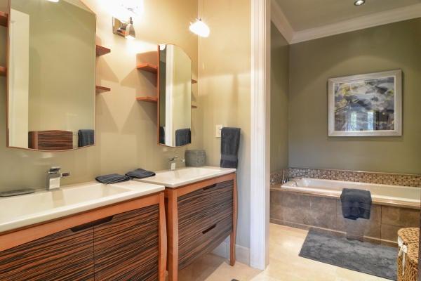 Bathroom 4 - Vanities