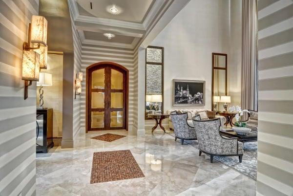 Hallway = Tray Ceiling