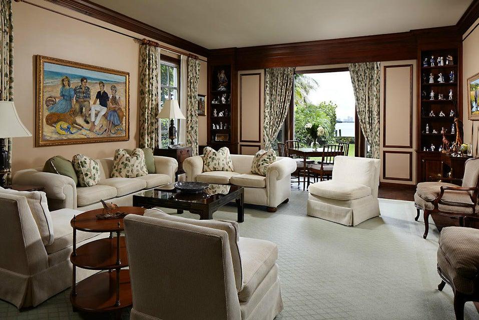 010 - Living Room 2_005