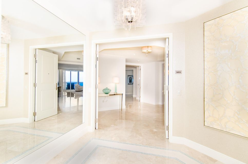 Private Entrance Foyer