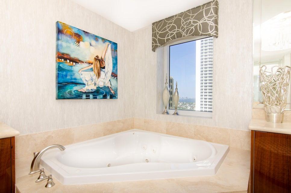 Master Luxury Bathtub