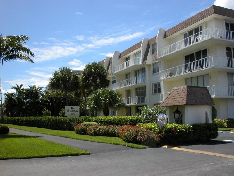 3575 S Ocean Boulevard 305, South Palm Beach, FL 33480