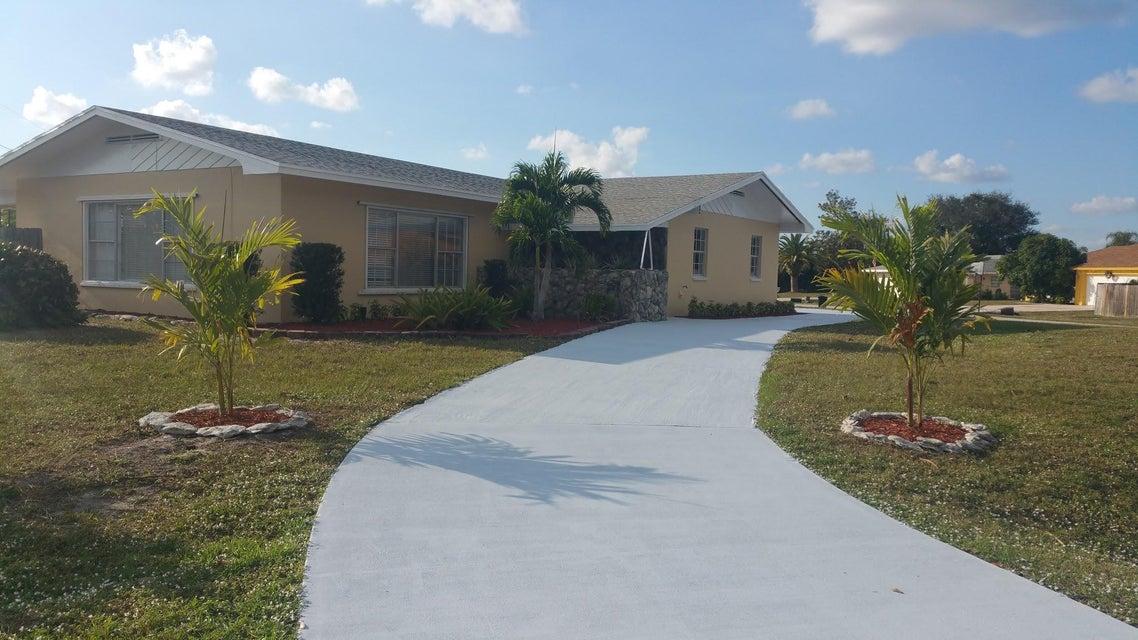 786 SE White Avenue, Port Saint Lucie, FL 34983