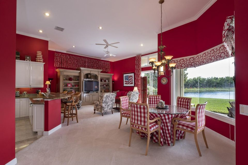 Breakfast Area - Family Room