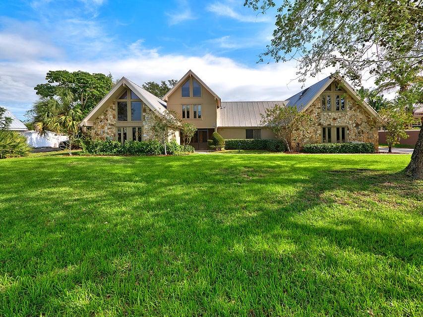 709 SE Hidden River Drive, Port Saint Lucie, FL 34983