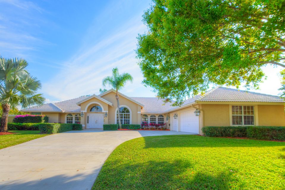 15850 Meadow Wood DriveWellington, FL 33414 Sale Price: $570,000