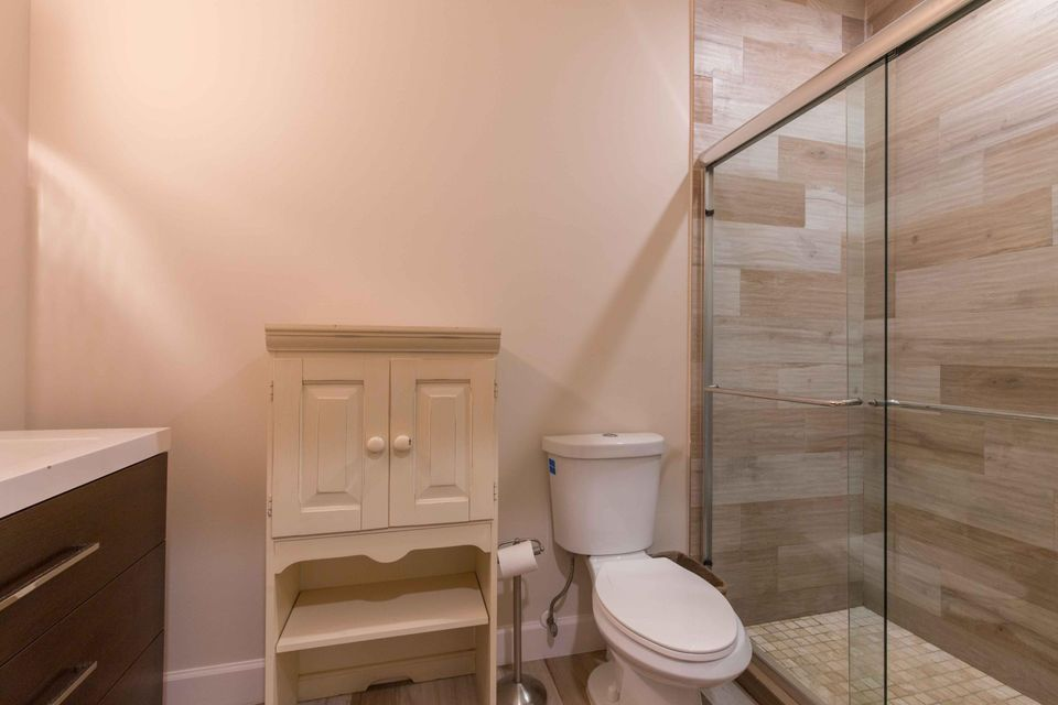Grooms Bathroom