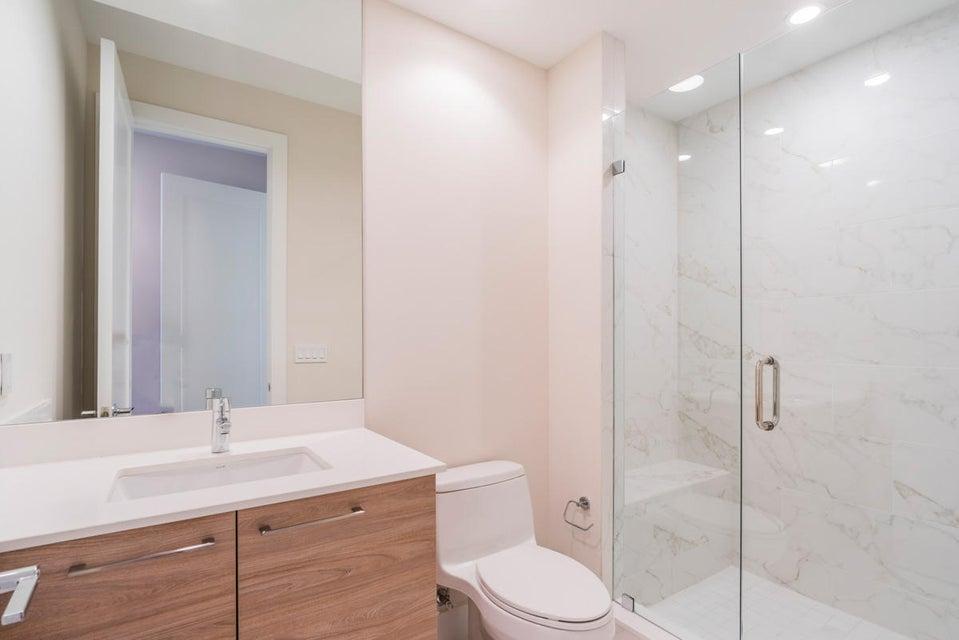 18_bathroom_104 Water Club Court N D18_W