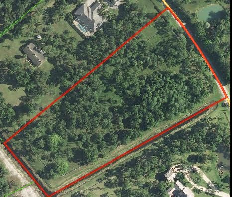 Caloosa at its best! Great location within Caloosa, property is perfectly cleared leaving lots of trees and natural vegetation. Fenced and crossed fenced. One of the few vacant parcels left for you to build your dream home on!