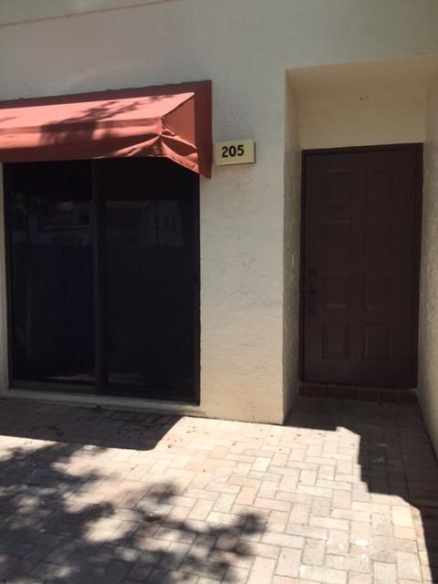 205 Freedom Court, Deerfield Beach, FL 33442