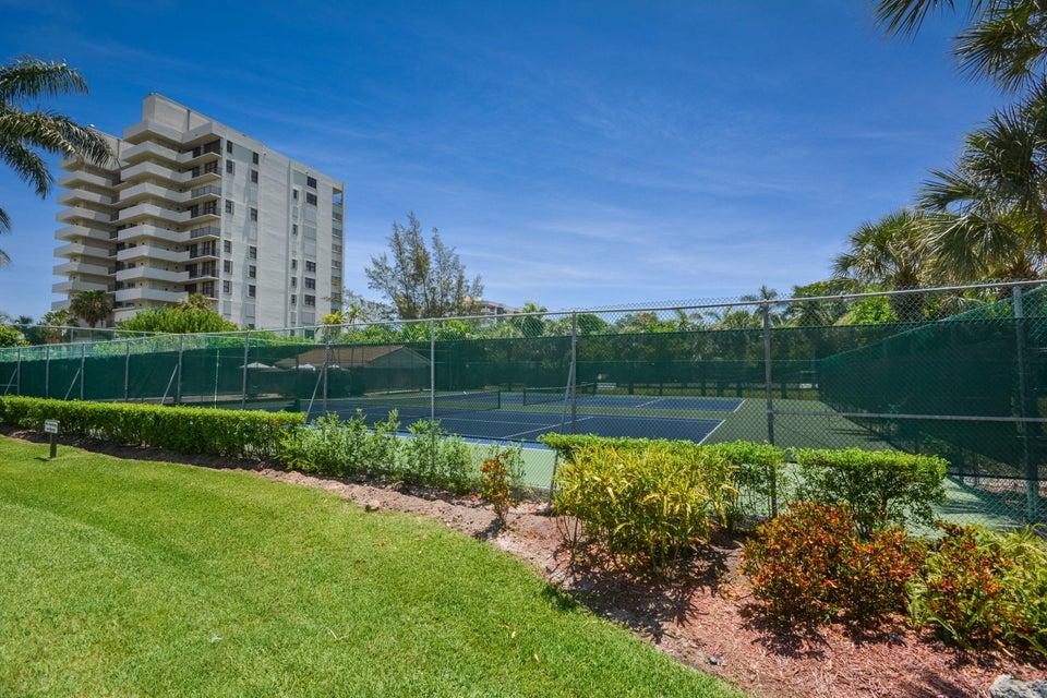 4 Tennis Courts